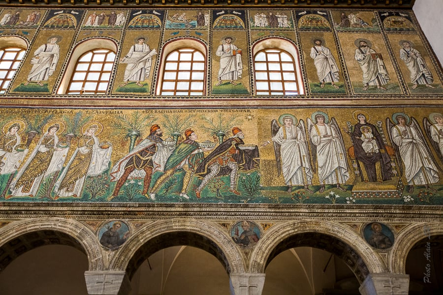 La mosaïque de l'offrande des rois mages dans la basilique de Sant'Apollinare Nuovo