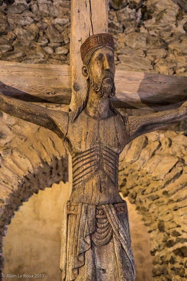 Statue du Christ en bois