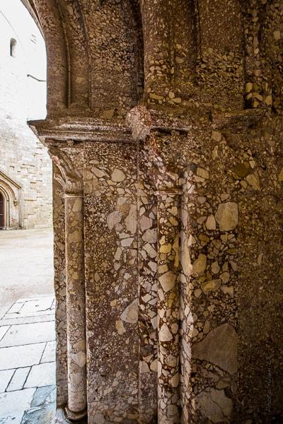Entrée du château vers la cour intérieure - détail