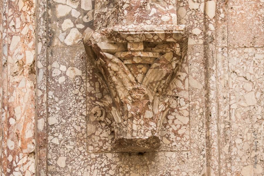 détail de décoration des portails