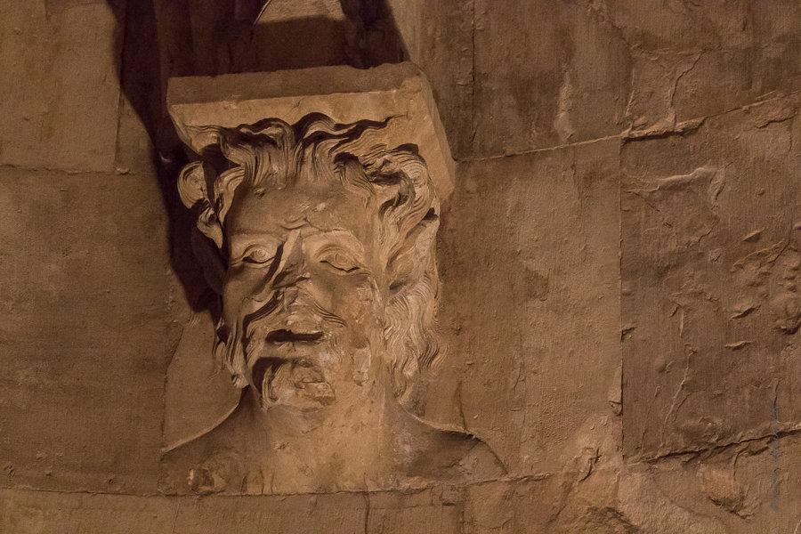 sculpture d'une tête d'homme