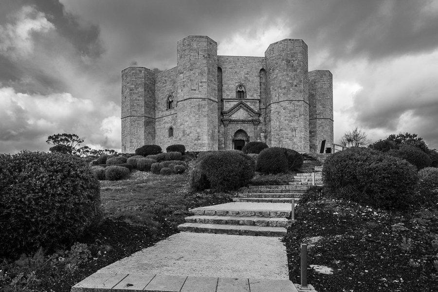 Photo du Castel del Monte en noir & blanc