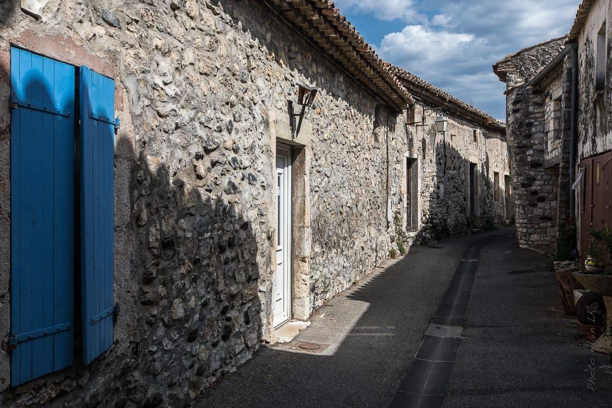 Ruelle du village perché de Saint Thomé